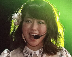 AKB48・峯岸みなみのマイクがダミー? 高橋みなみのマイク借りてコメント
