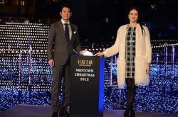 イルミネーションの点灯式に出席した唐沢寿明と小雪