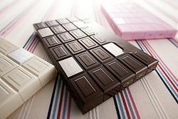 彼女がドキッとする? ホワイトデーにあげたい板チョコ風の体重計『Ciocco.』