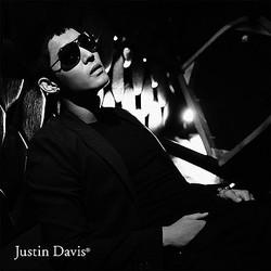 ジャスティン デイビス初のサングラス 歌手キム・ヒョンジュンとコラボ