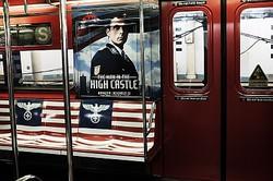 イス部分にナチス・ドイツの国章のワシがデザインされている「The Man In The High Castle」の電車広告  - Spencer Platt / Getty Images