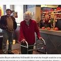 100歳のマック常連女性 誕生日にお店から仰天サプライズ(出典:http://www.eveningsun.com)