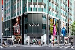 国内最大の商品数 アディダス新型直営店が新宿に ステラやジェレミーも