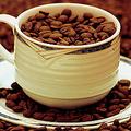 「カフェインは世界一のドラッグ」 医学部の研究者が論文を掲載