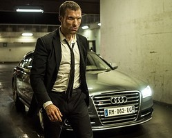今作でもド派手なカーアクションがさく裂!  - (C) 2014 - EUROPACORP - TF1 FILMS PRODUCTION/Photo:BrunoCalvo