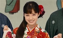 """橋本環奈がキュートな晴れ着姿、新春CMで""""1000年に1人""""の魅力発揮。"""