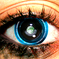 ソニー、カメラ内蔵コンタクトレンズを特許申請 まばたきでシャッター操作