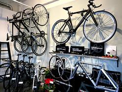 自転車が二極化「ラク」か「楽」へ ライフスタイル提案型サイクルショップが増加