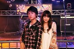 佐野和真と桐谷美玲 (C) 2010「音楽人」製作委員会