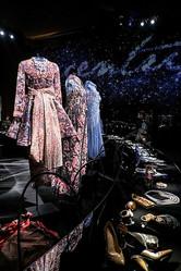 5周年アルマーニ / 銀座タワーで「エキセントリック展」世界初の一般公開