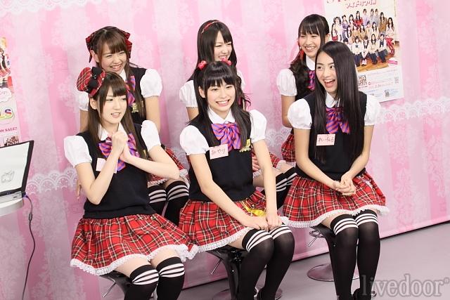 ニコニコ生放送で特技を披露したSUPER☆GiRLS<br>撮影:石津(@ishiduu)