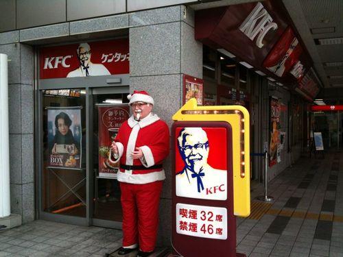アメリカ人「ちょっと待ってくれ!日本ではクリスマスにケンタッキー・フライドチキンを食べてるのか!?」