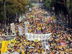 台湾全島で反原発デモ、10万人規模か