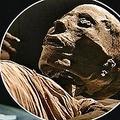 古代エジプト人の膝内にボルト(画像はexpress.co.ukのスクリーンショット)