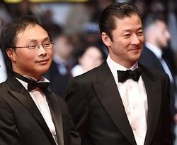 『淵に立つ』で審査員賞を受賞した深田晃司監督と浅野忠信(現地時間14日撮影)