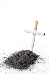 長期間たばこを吸ったことにより肺がんになったとして、元喫煙者ら30人が韓国たばこメーカーKT&G(旧たばこ人参公社)と国を相手取り起こした損害賠償を求めた訴訟で、韓国の最高裁判所は10日、「因果関係を認めることは難しい」として原告敗訴を言い渡した。複数の韓国メディアが報じた。(イメージ写真提供:123RF)
