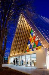 坂茂設計による紙管の大聖堂が公開 NZ地震の復興シンボルに