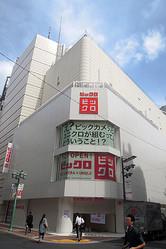 新宿東口に誕生したビックロ。大物同士のコラボは難しいといわれるが、果たして成功できるのか?