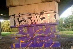 橋脚がスカスカ…向こう側が透けて見えるストリートアートがスゴイ!