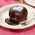 世界的に有名なチョコ原材料メーカーであるバリーカレボーのチョコを使った「フォンダンショコラ」(240円)