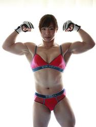 日本人離れした肉体美も、中井りんの魅力だ。12月29日のRIZINで、強豪・村田夏南子と対戦する