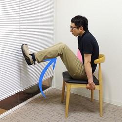 指圧師直伝。イスの上で腹部にキュッとくびれを作る運動