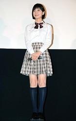 まだまだイケる? 制服姿を披露した篠田麻里子