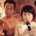 裸の男たちと狩野アナ(画像は『三村マサカズ ツイッター』のスクリーンショット)