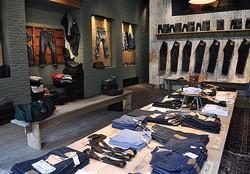 歴代501ズラリ、Levi's® Vintage Clothing 青山に世界4店目