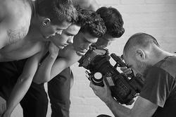 イヴ・サンローラン最新メンズコレクションとブルース・ウェバー撮り下ろしフィルム初公開