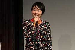 笑顔を見せた菊地凛子