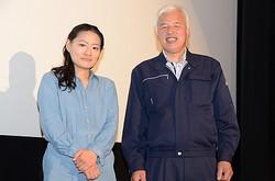 福島県富岡町の様子に迫ったドキュメンタリー映画の初日舞台あいさつが行われ中村真夕監督(左)、松村直登さんが出席した