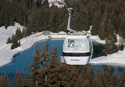 シャネル、アルプス山中スキーリゾートにブティックを限定出店