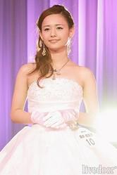 グランプリの廣井佑果子さん。「チャームポイントですか?はい、オデコですかね…」と照れ気味に答えていた (撮影:野原誠治)