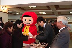 ユニクロ、日本一寒い町に全町民分のヒートテックを寄贈