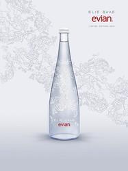 エビアンの2014年デザイナーズボトル、エリー・サーブを起用