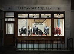 アレキサンダー・マックイーン 世界初のメンズストアをサビル・ローにオープン