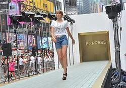 世界最多1200人のファッションショー NYでギネス記録更新