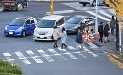 【疑問】左折後の道路が2車線の場合どっちの車線に入ってもいいの?