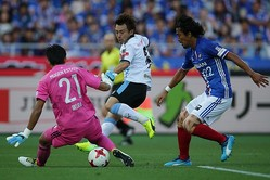 高い攻撃力を備える川崎を相手に、横浜は緻密な守備戦術でゴールを死守。そして効率良く2点を奪い、神奈川ダービーを制した。(C)J.LEAGUE PHOTOS