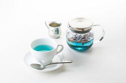 「トッカ」の限定カフェが阪急うめだにオープン 青い紅茶など提供