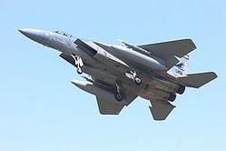 中国共産党機関紙の人民日報系のニュースサイト「人民網」は軍事カテゴリーのトップページで6月から、日本は戦闘機装備の更新で失敗したと主張する記事を掲載しつづけている。同記事は、航空自衛隊の「F−15」は就役後30年の旧式機と強調している。(イメージ写真提供:(C)vdwolf/123RF.COM)