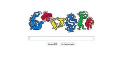 Googleロゴがポップな″人文字″に キース・ヘリング生誕54周年