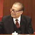 新華社は23日付で、江沢民前国家主席が2012年秋に開催された共産党大会の後、党中央に対して「自分の名を特別扱いしないよう」申し出たと報じた。