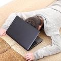 インターネットに費やす時間が睡眠時間を上回る:英調査