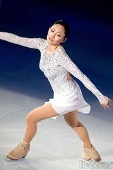 写真は、6月28日に行われたアイスショー、「ドリームオンアイス2013」にゲスト出演した安藤美姫 (撮影:小川和行/フォート・キシモト)