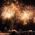 尺玉やスターマイン、仕掛け花火が神戸港一帯をまばゆく照らし出す「第45回みなとこうべ海上花火大会」