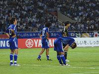 試合後、肩を落とす選手達<br>【photo by Kiminori SAWADA】