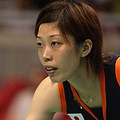 """末綱は試合を振り返って「北京五輪が終わっての初戦。メチャクチャ緊張した。試合の中盤(第1セットの11点目)にあった長いラリーでポイントを奪えた。それをキッカケに体が動くようになった」と試合中に味わった変化を説明する場面も。 (Photo by Seiji NOHARA)  [2008年9月18日、東京体育館(日本)]  ■関連リンク ・<a href=""""http://news.livedoor.com/article/detail/3826907/"""">""""特別扱い""""になったスエマエ、「期待される選手になったのはウレシイ」</a> − livedoor スポーツ"""