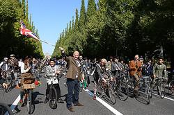 お洒落ツイード×自転車「ツイードラン東京」スタート いちょう並木から銀座まで走行